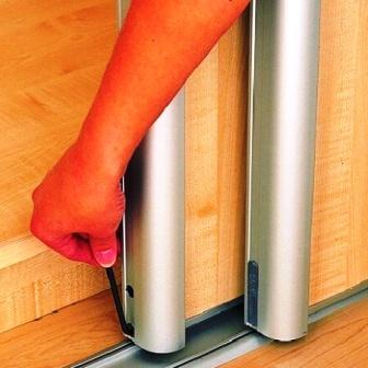 remont razdvizhnyh dverej shkafa kupe